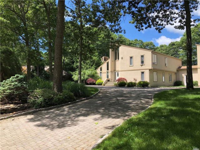 4 BR,  2.50 BTH  Contemporary style home in Remsenburg