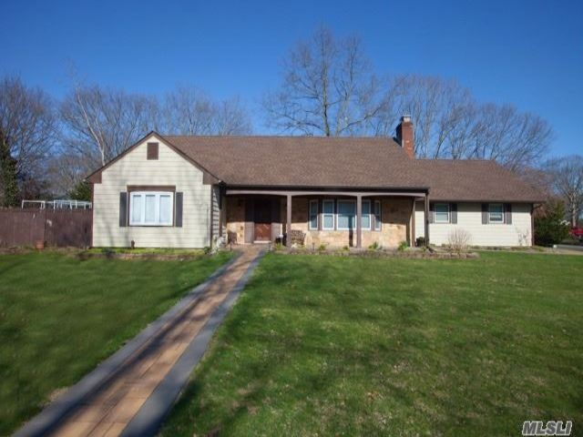 4 BR,  3.00 BTH Farm ranch style home in Coram