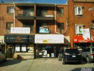 6 BR,  7.00 BTH Other style home in Flushing