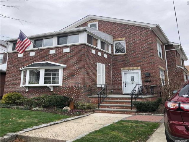 4 BR,  2.00 BTH  Colonial style home in Flushing