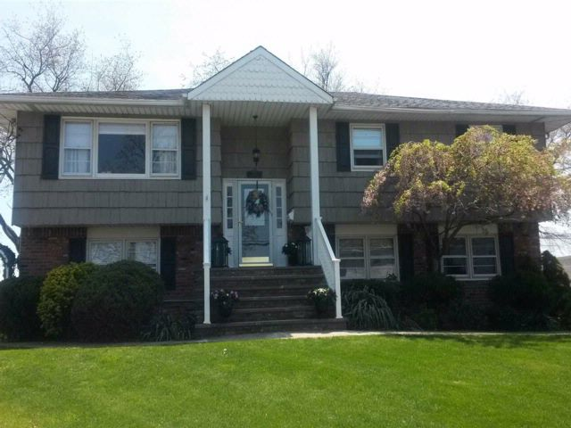 4 BR,  3.00 BTH Hi ranch style home in West Hempstead