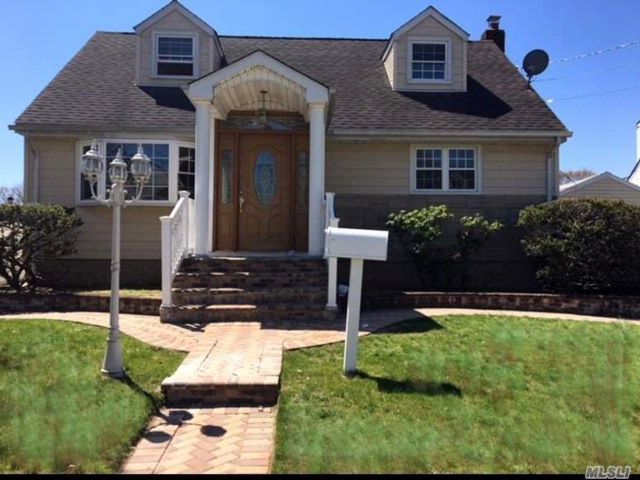 4 BR,  2.00 BTH Exp cape style home in Valley Stream