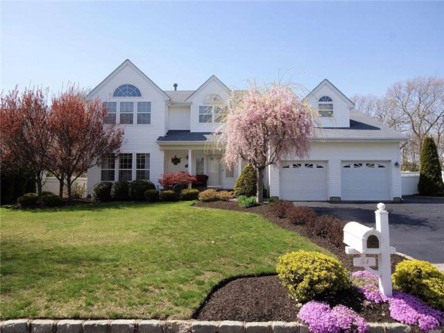 4 BR,  2.50 BTH  Colonial style home in South Setauket