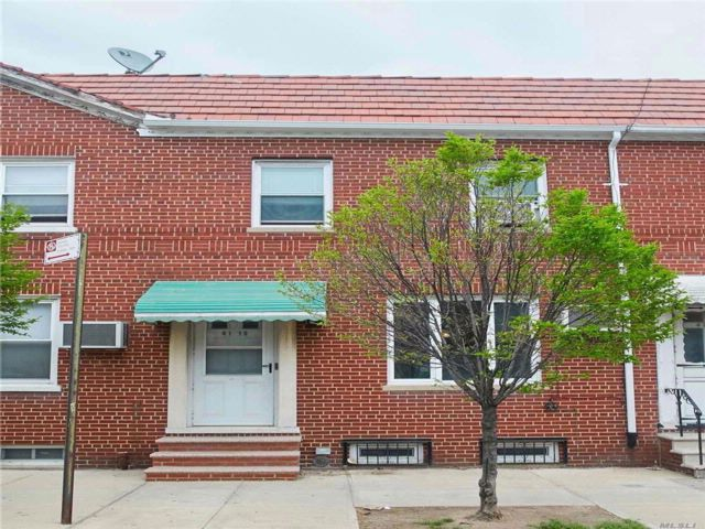 3 BR,  2.00 BTH Townhouse style home in Astoria