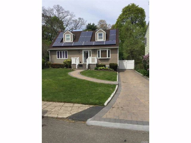 3 BR,  3.00 BTH Cape style home in Huntington Station