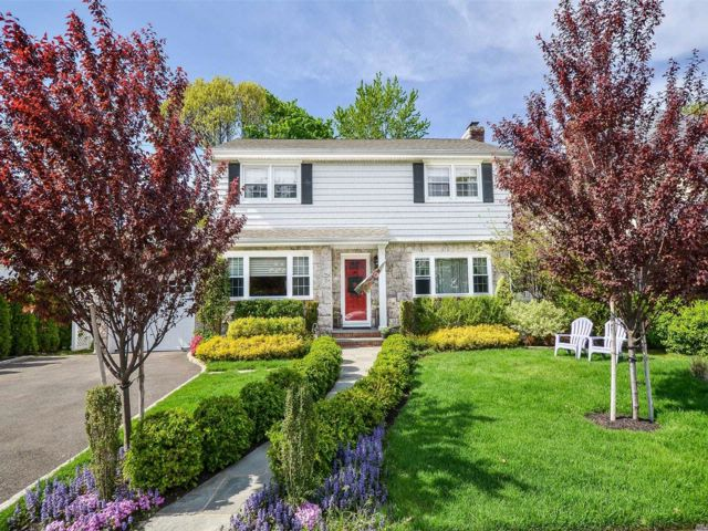 3 BR,  2.50 BTH Colonial style home in Malverne