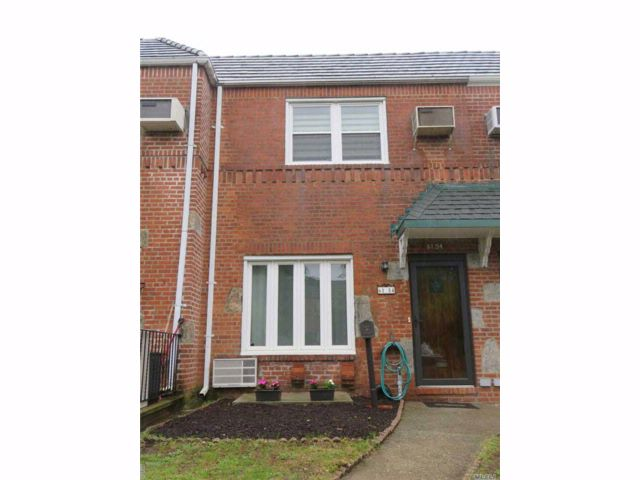 2 BR,  2.00 BTH Townhouse style home in Middle Village