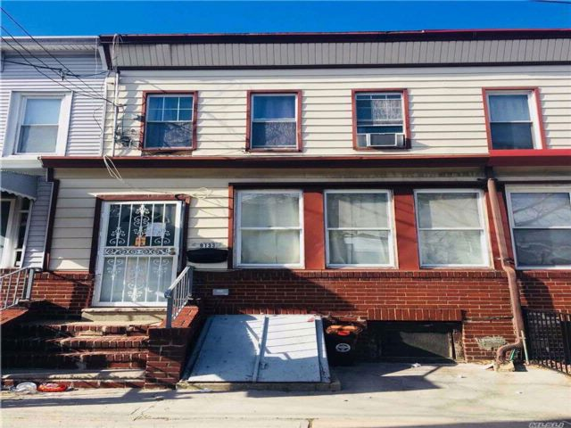 3 BR,  1.00 BTH  Colonial style home in Woodhaven
