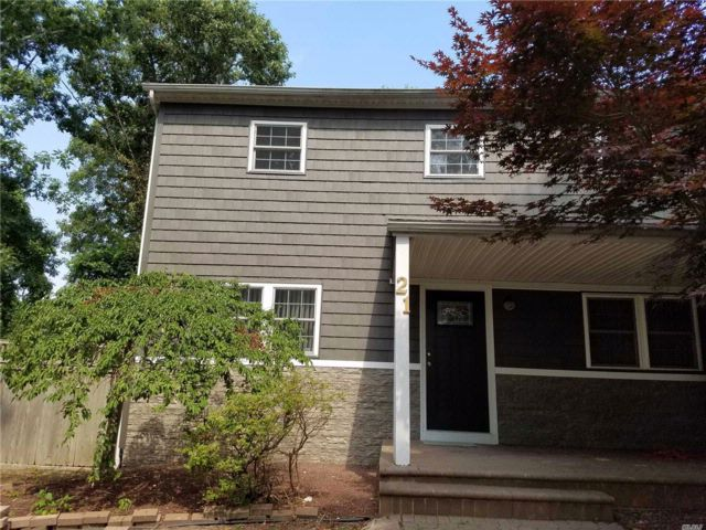 3 BR,  1.50 BTH Colonial style home in Holtsville