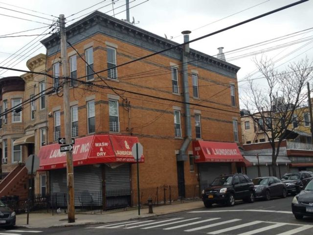 8 BR,  4.00 BTH Store+dwell style home in Ridgewood