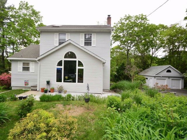 3 BR,  2.00 BTH  Colonial style home in Sound Beach