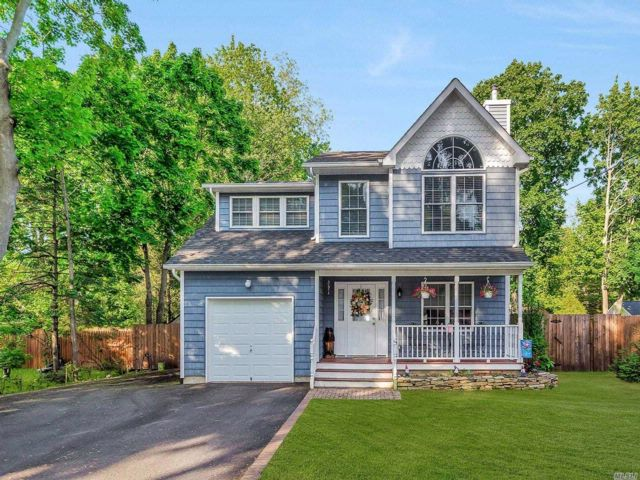 3 BR,  2.50 BTH Colonial style home in Miller Place