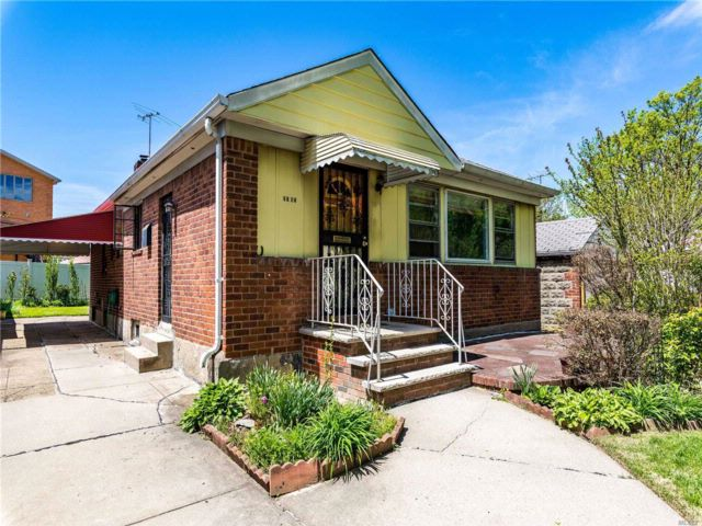 3 BR,  2.50 BTH Ranch style home in Oakland Gardens