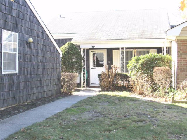 2 BR,  1.00 BTH Homeowner assoc style home in Coram