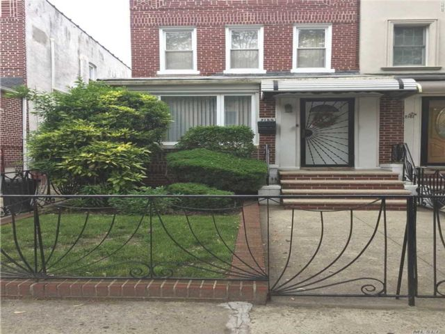3 BR,  1.55 BTH Colonial style home in Bensonhurst