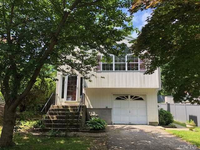 5 BR,  2.00 BTH Hi ranch style home in Huntington