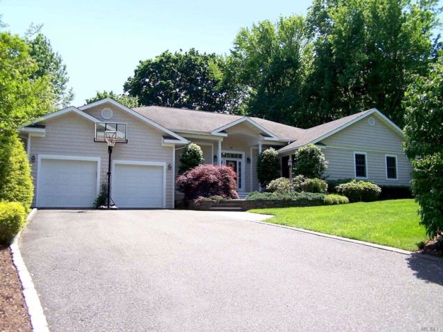 4 BR,  4.00 BTH Exp ranch style home in Setauket