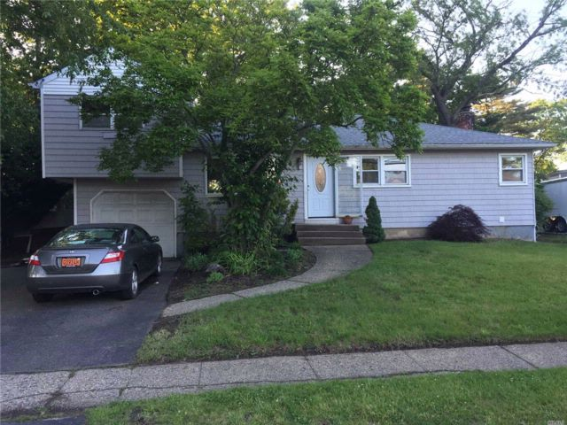 4 BR,  2.00 BTH  Exp ranch style home in North Babylon