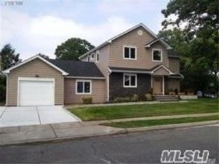 4 BR,  4.00 BTH Colonial style home in West Hempstead