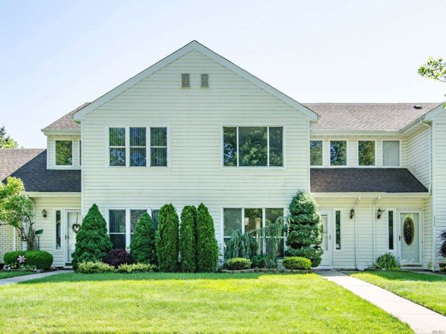 3 BR,  2.50 BTH Condo style home in Holbrook