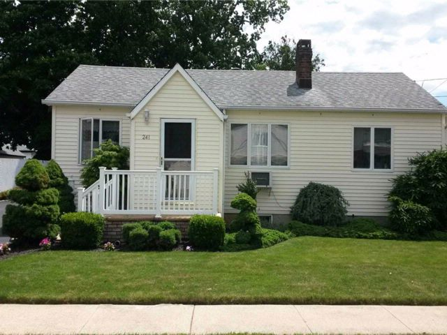 3 BR,  1.00 BTH Ranch style home in Elmont