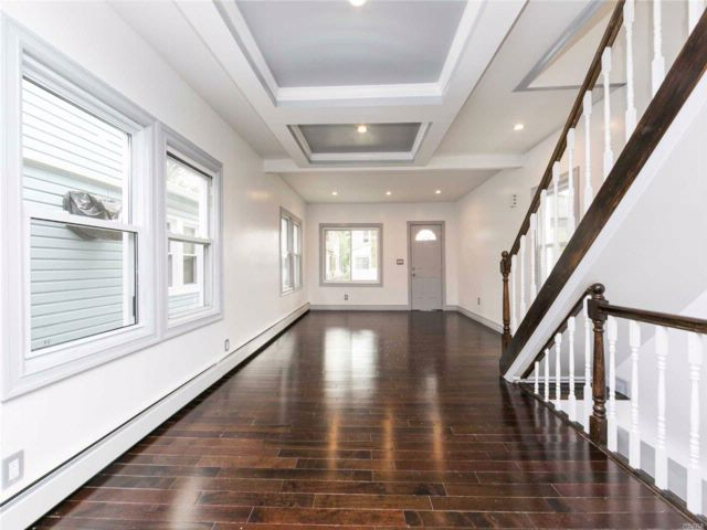 3 BR,  3.00 BTH Colonial style home in Jamaica