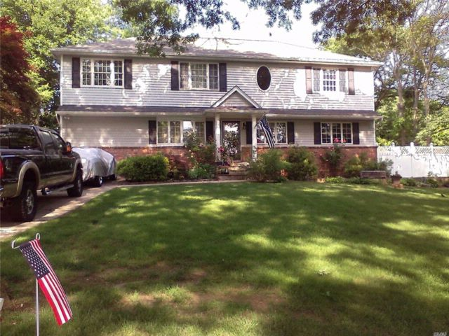 6 BR,  3.00 BTH Colonial style home in Nesconset