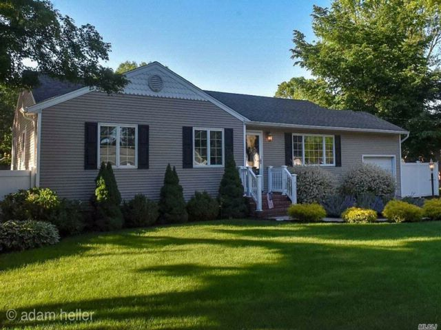 3 BR,  1.50 BTH Ranch style home in Port Jefferson Station