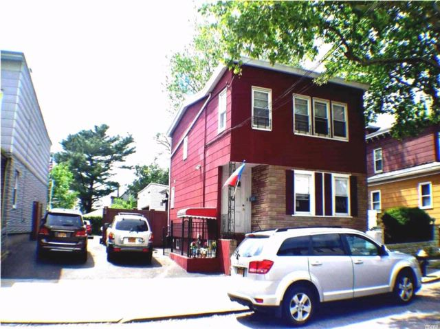 5 BR,  3.00 BTH Colonial style home in College Point