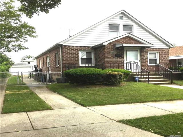 4 BR,  1.00 BTH Cape style home in Flushing