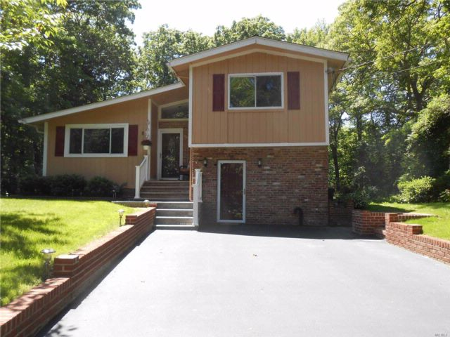 3 BR,  1.50 BTH Split style home in Rocky Point