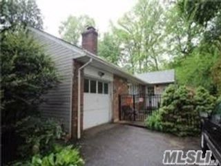 4 BR,  4.00 BTH Ranch style home in Glen Cove