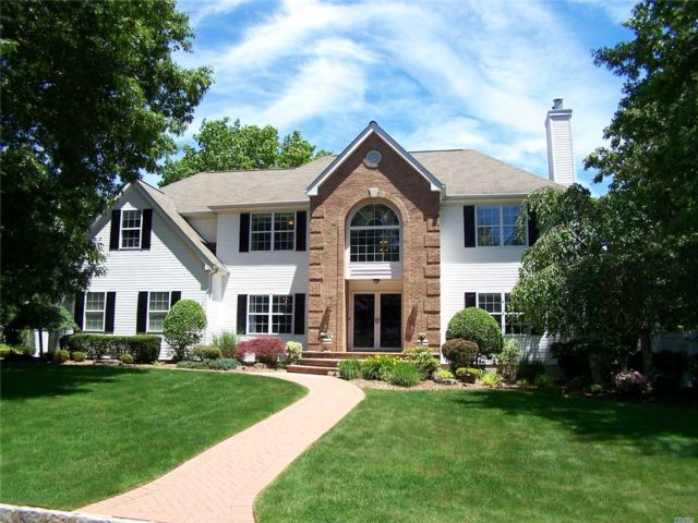5 BR,  3.50 BTH Colonial style home in Setauket