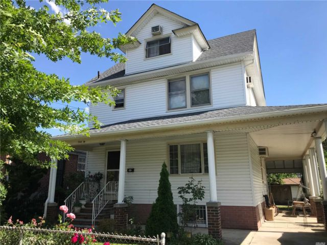 3 BR,  2.00 BTH Colonial style home in Beechhurst