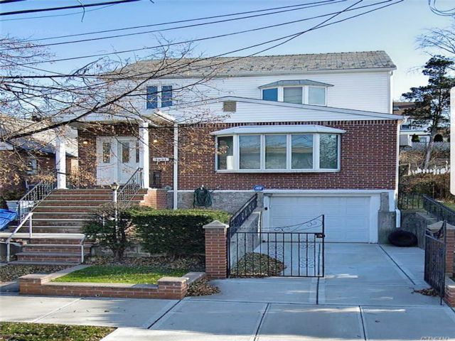 3 BR,  2.00 BTH Exp ranch style home in Whitestone