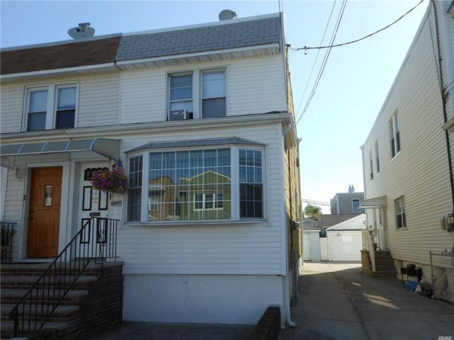 2 BR,  2.50 BTH Colonial style home in Middle Village