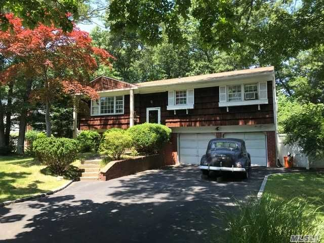 4 BR,  1.00 BTH  Hi ranch style home in Commack