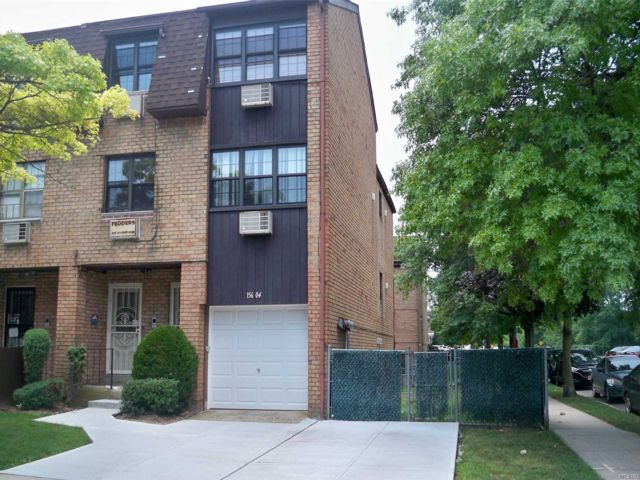 6 BR,  3.50 BTH Condo style home in Lindenwood