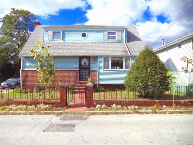 3 BR,  2.50 BTH  Cape style home in Elmont