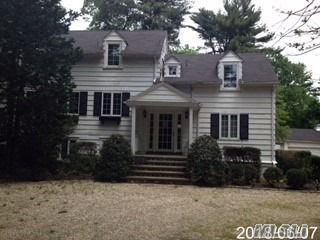 4 BR,  4.50 BTH  Farmhouse style home in Syosset