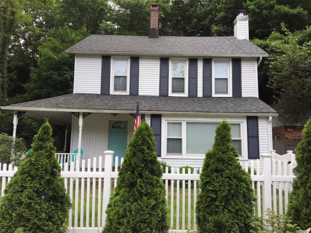 3 BR,  1.50 BTH  Colonial style home in Stony Brook