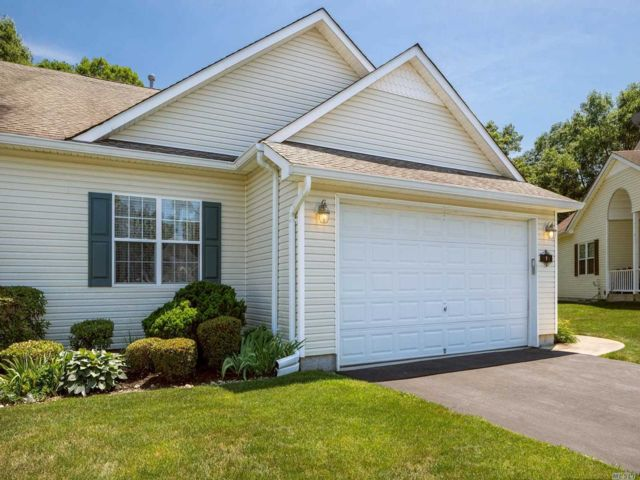 3 BR,  2.00 BTH Condo style home in Wading River