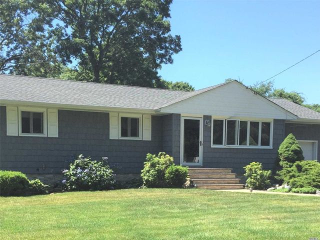 3 BR,  1.00 BTH  Ranch style home in West Islip