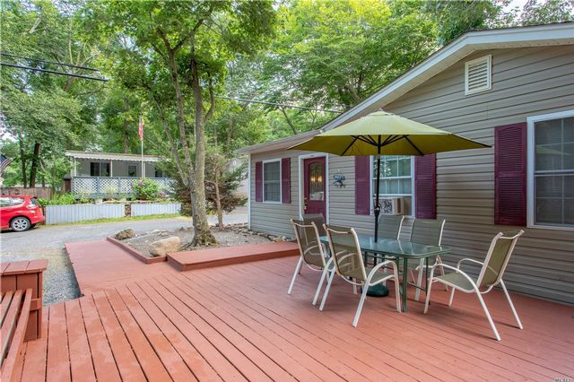 4 BR,  1.00 BTH Cottage style home in Baiting Hollow