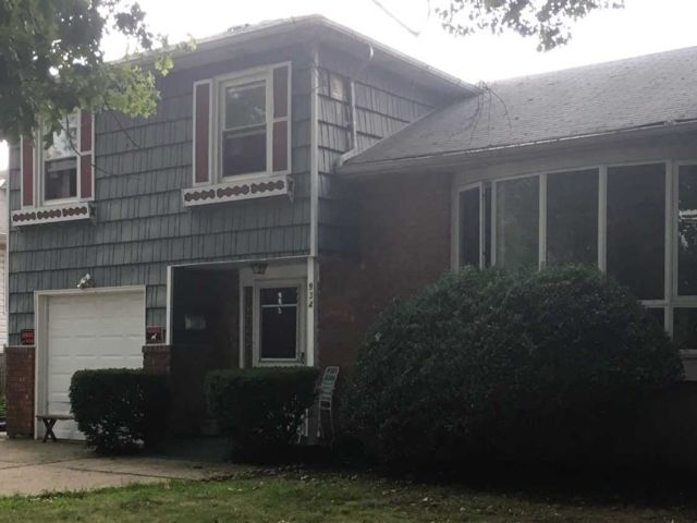 7 BR,  3.00 BTH  Split style home in Uniondale