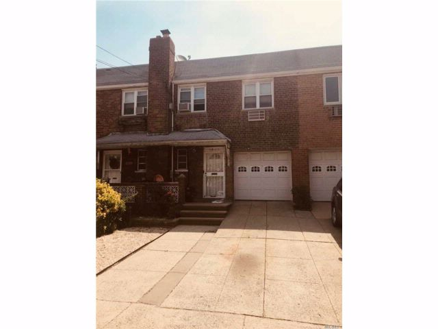 3 BR,  2.00 BTH Contemporary style home in Middle Village