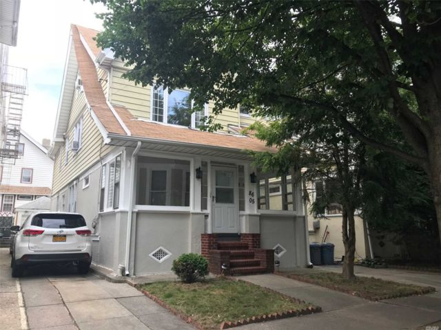 8 BR,  3.00 BTH Colonial style home in Woodhaven