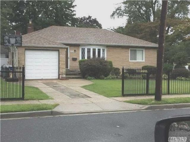 3 BR,  2.00 BTH Ranch style home in Elmont