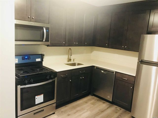 1 BR,  1.00 BTH Co-op style home in Selden