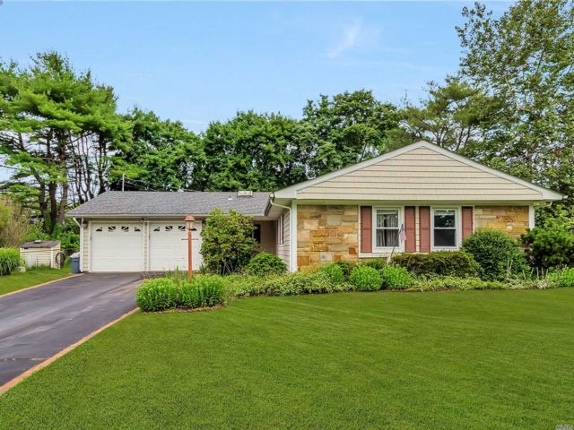 3 BR,  3.00 BTH Exp ranch style home in Stony Brook